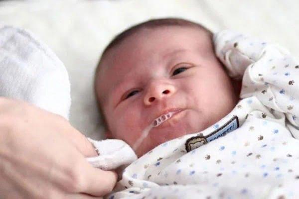 Những yếu tố nằm trong nội sinh cũng ảnh hưởng đến quá trình bú sữa