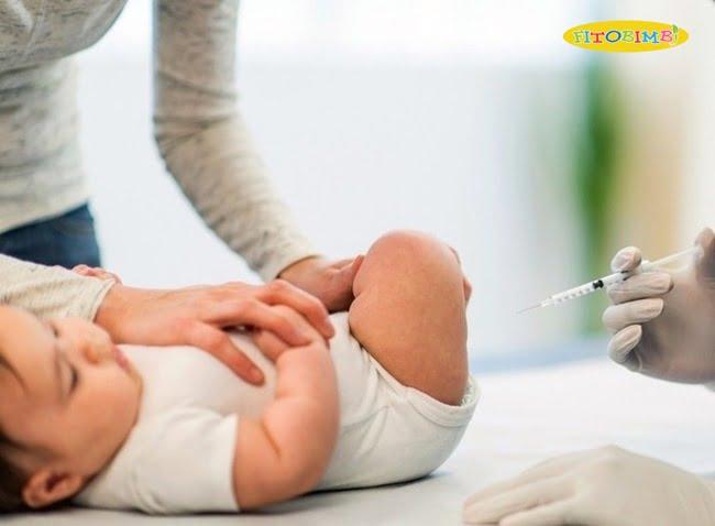Không nên tiêm phòng cho bé trong trường hợp, trẻ ho kèm theo dấu hiệu bất thường