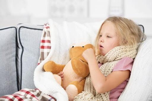 Trẻ ho nặng tiếng là biểu hiện của bệnh ho gà