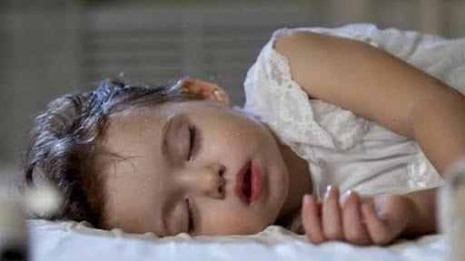 Trẻ ho và ra nhiều mồ hôi cảnh báo bệnh lý nguy hiểm