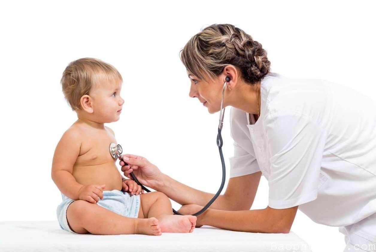 Trước khi cho bé dùng thuốc nên tham khảo ý kiến của bác sĩ
