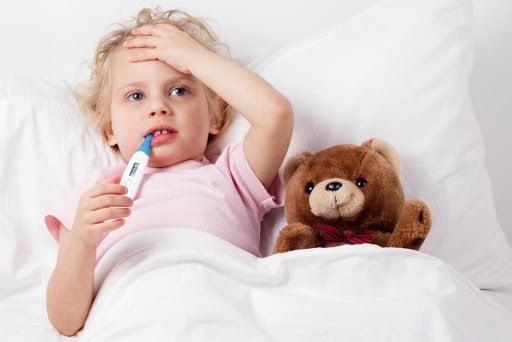 Trẻ bị ho sốt là bệnh lý không quá hiếm gặp