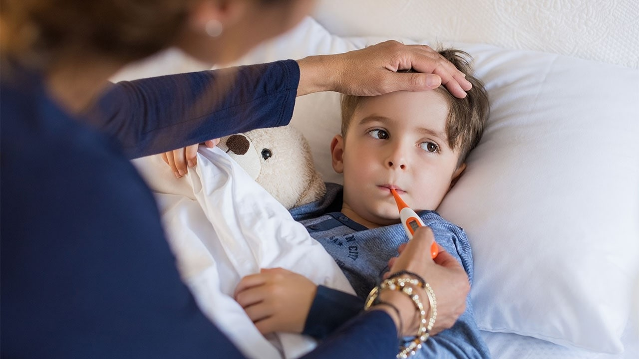 Cha mẹ đã biết cách trị ho và sốt cho bé nào hiệu quả chưa
