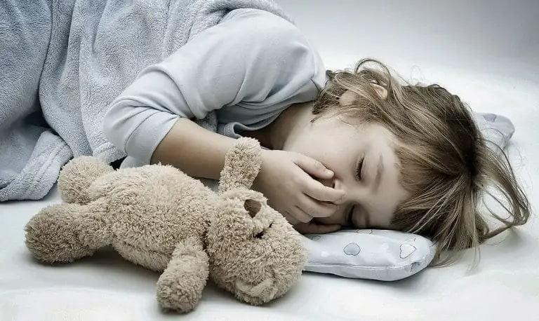 Hen suyễn khiến trẻ ho nhiều về đêm và sáng sớm