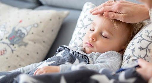 Nâng cao đầu khi ngủ giúp trẻ không bị ho nhiều vào ban đêm