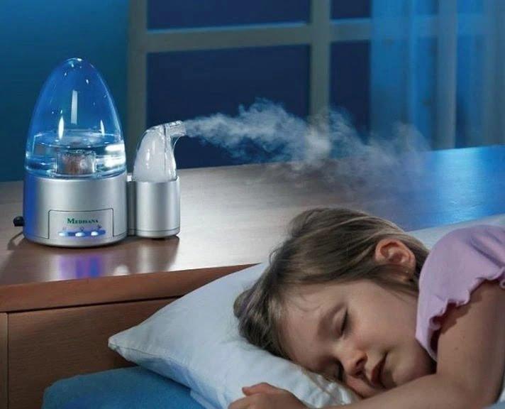 Sử dụng máy tạo độ ẩm giúp cổ họng con không bị khô khi ngủ