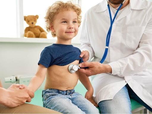 Trẻ bị ho gà cần nhập viện ngay để được kiểm tra