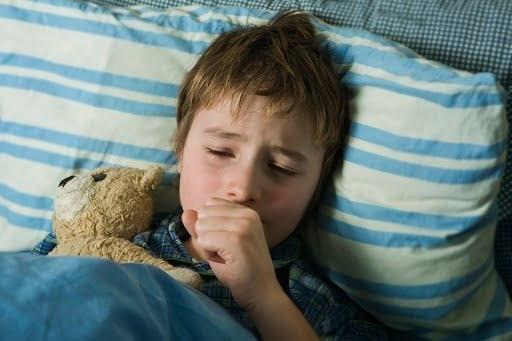 Trẻ có thể bị ho khi ngủ do GERD