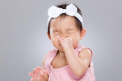 Em bé sơ sinh bị ho cần được xử lý ngay để tránh biến chứng