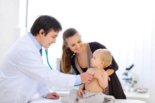 Trẻ cần được khám trước khi dùng thuốc điều trị