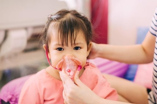 Trẻ bị viêm phổi không điều trị kịp thời có thể dẫn đến nhiều biến chứng nguy hiểm