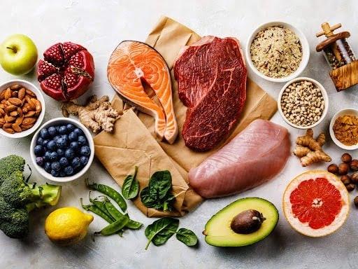 Một chế độ ăn giàu protein có lợi cho người bị viêm phổi