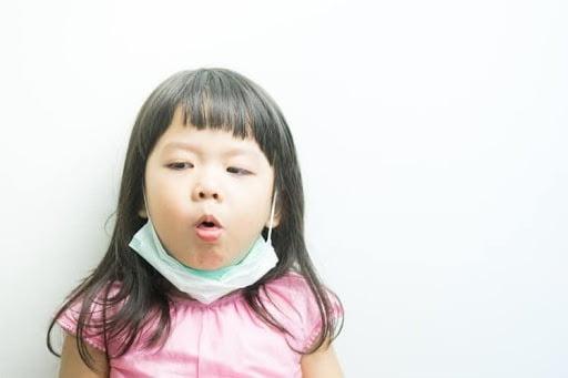 Trẻ bị nhiễm trùng đường hô hấp trên