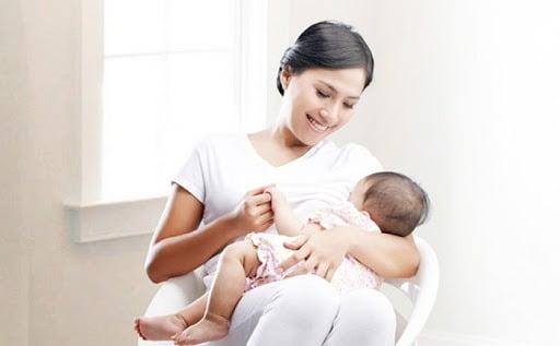 Tăng cường cữ bú cho bé