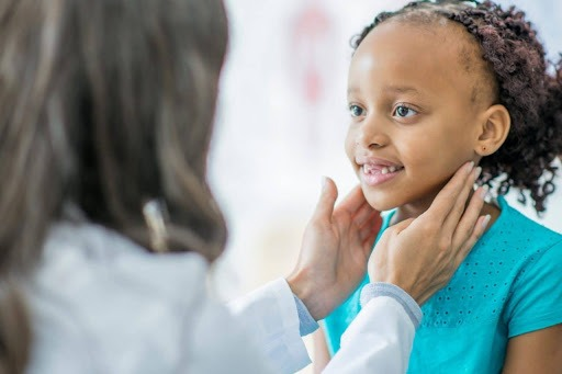 Trẻ bị viêm amidan tái phát nhiều lần trong năm sẽ được coi là viêm amidan tái phát
