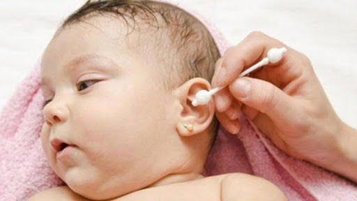 Cảnh báo biểu hiện viêm tai giữa ở trẻ nhỏ
