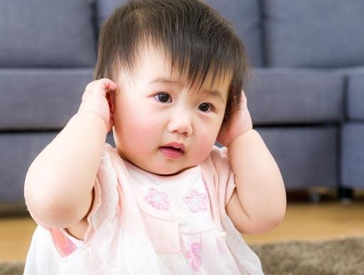 Liệu mẹ đã chăm sóc trẻ bị viêm tai giữa đúng cách?