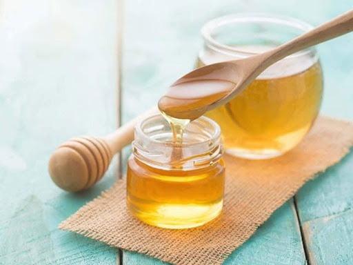 Mật ong làm dịu họng, giảm đau rát