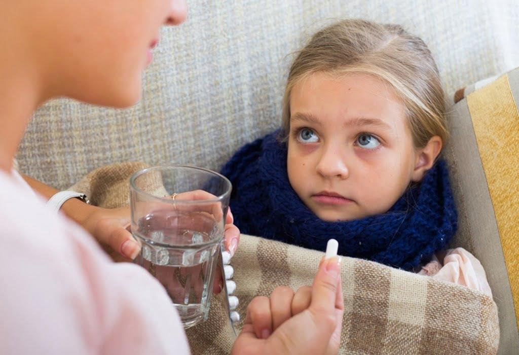 trẻ viêm phổi uống thuốc gì