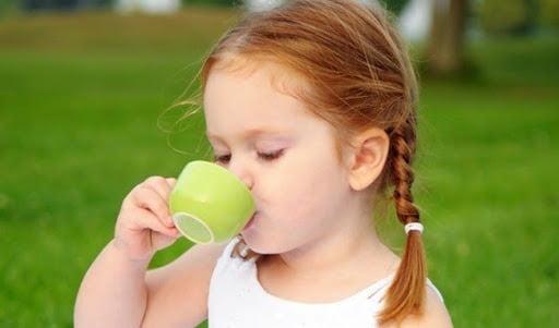 Trà ấm giúp làm dịu họng, giảm ho hiệu quả