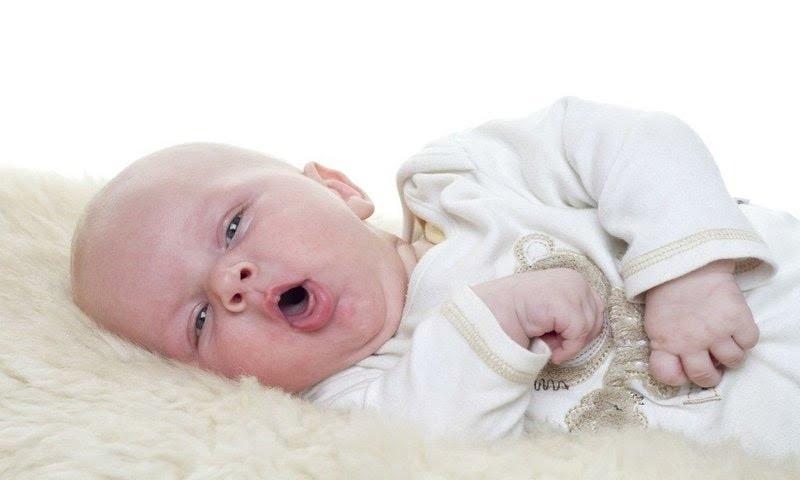trẻ sơ sinh viêm họng